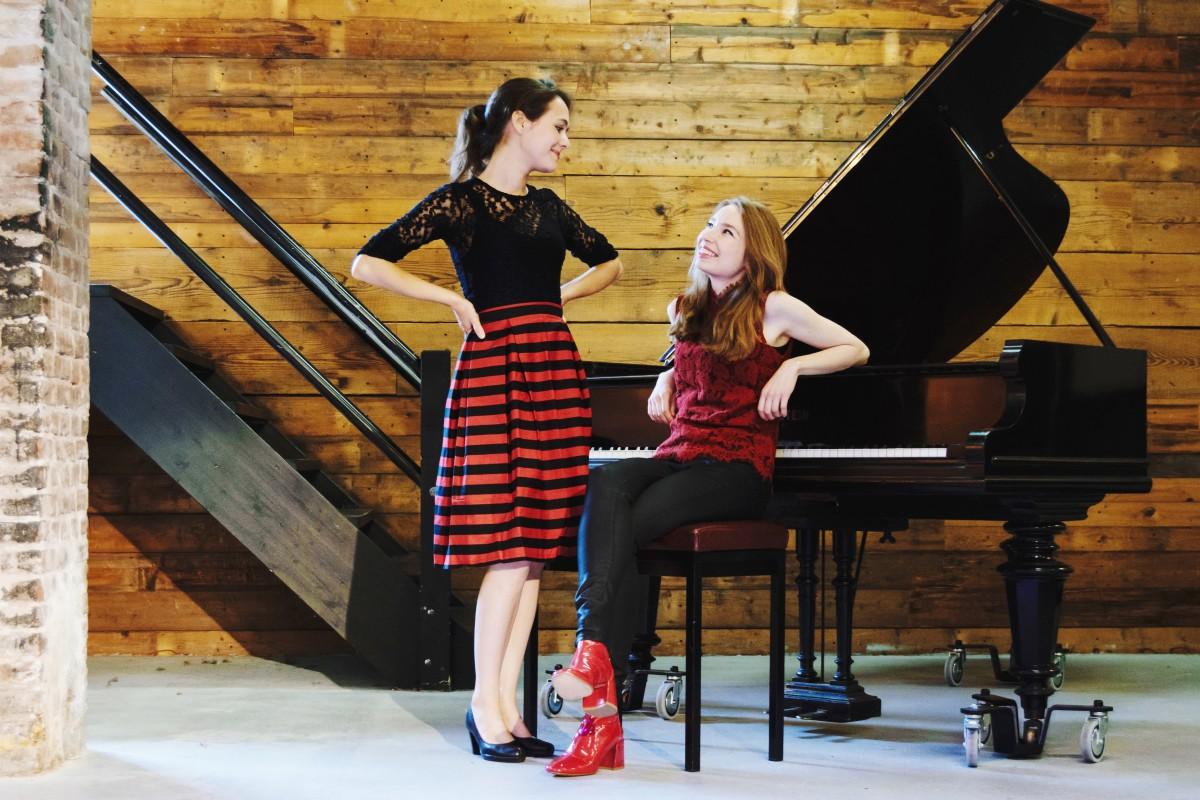 Beth & Flo, piano en theater
